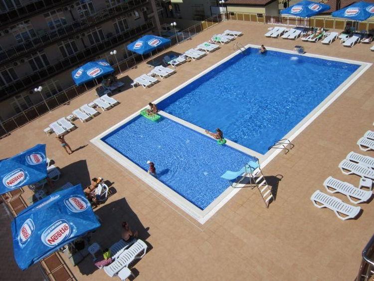 Отель «Гранд Прибой» в Анапе: бассейн