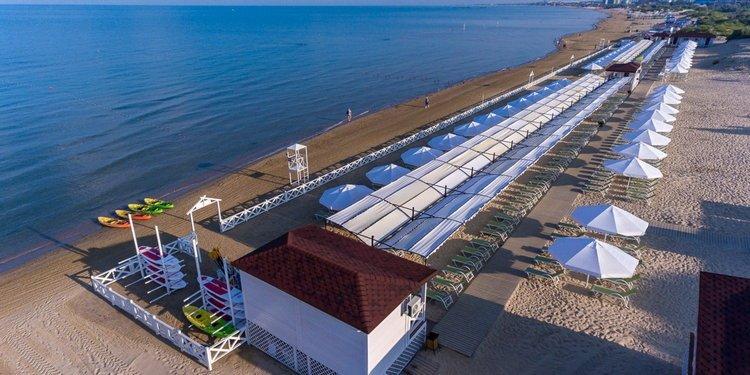 Отель Alean Family Resort & SPA Doville 5*: пляж