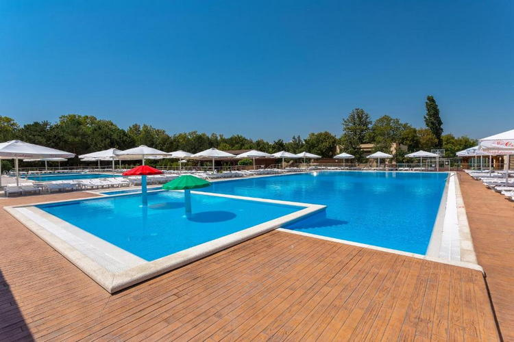 Отель «Славянка» в Анапе: бассейны